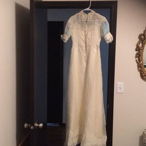 Dresses & Skirts - Vintage ivory wedding dress not sure of age